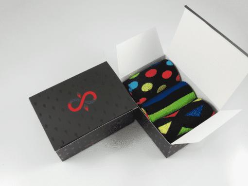 кутия цветни чорапи за мъже