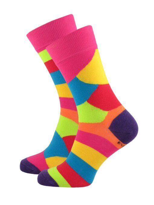 шарени различни чорапи